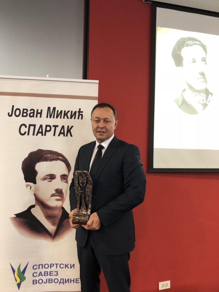 Spartakova nagrada u rukama Milana Đukića